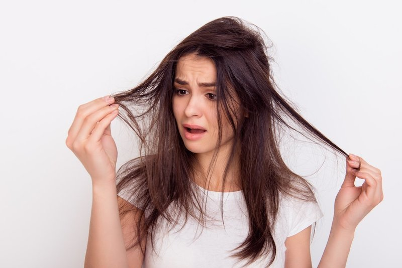 Выпадение волос при расчесывании во сне. выпадают волосы во сне: самые точные толкования по соннику