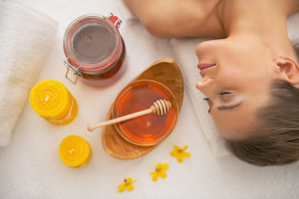 Медовый массаж лица в домашних условиях: что это такое, подготовка и проведение процедуры, отзывы