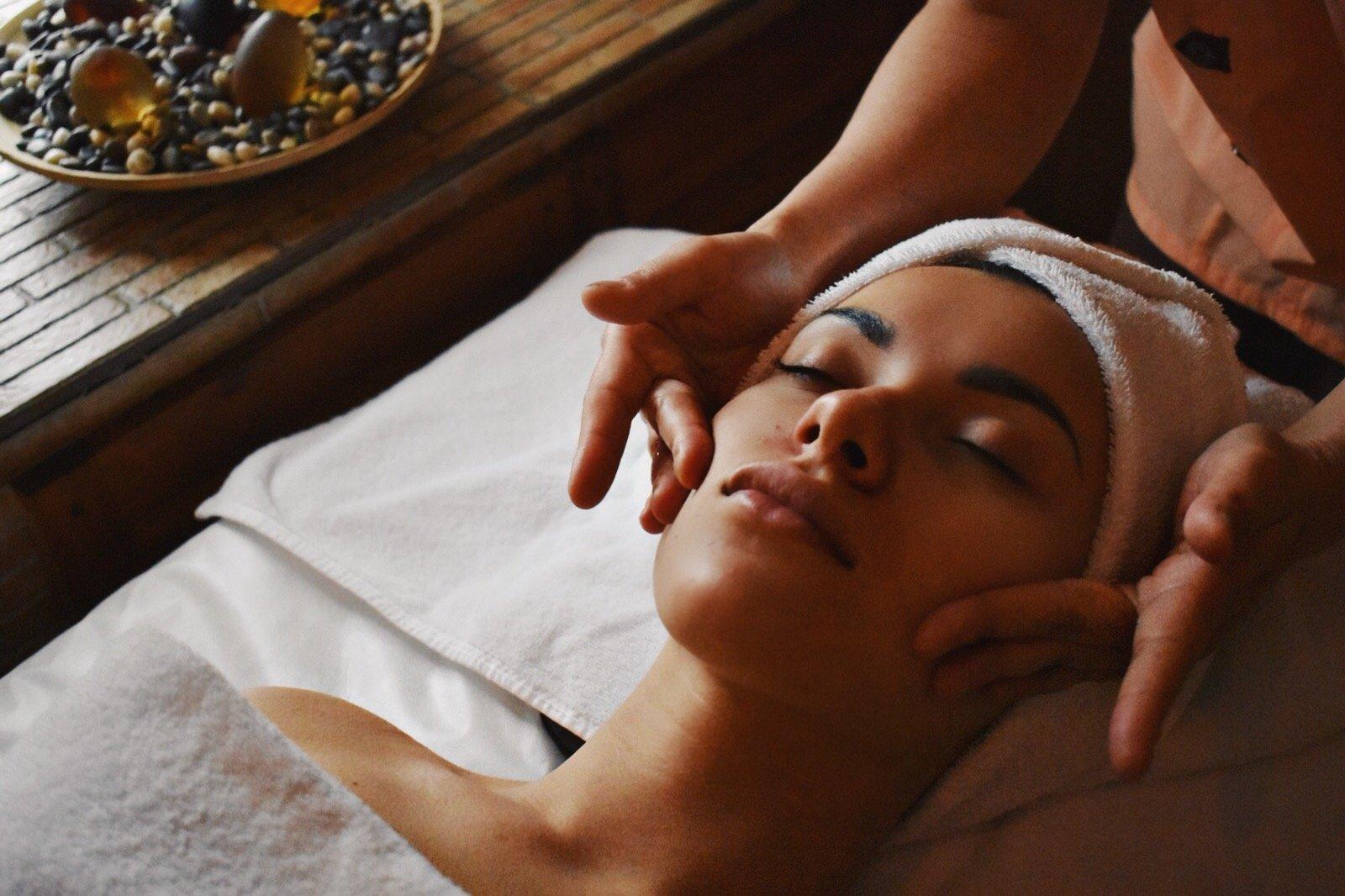 Буккальный массаж лица самостоятельно или у косметолога