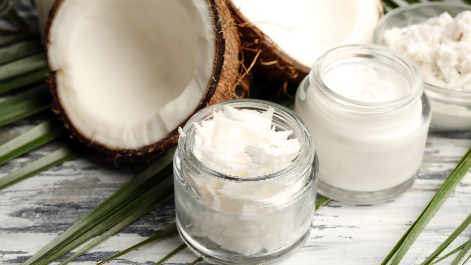 Кокосовое масло: польза, применение в косметологии для кожи лица, тела, волос
