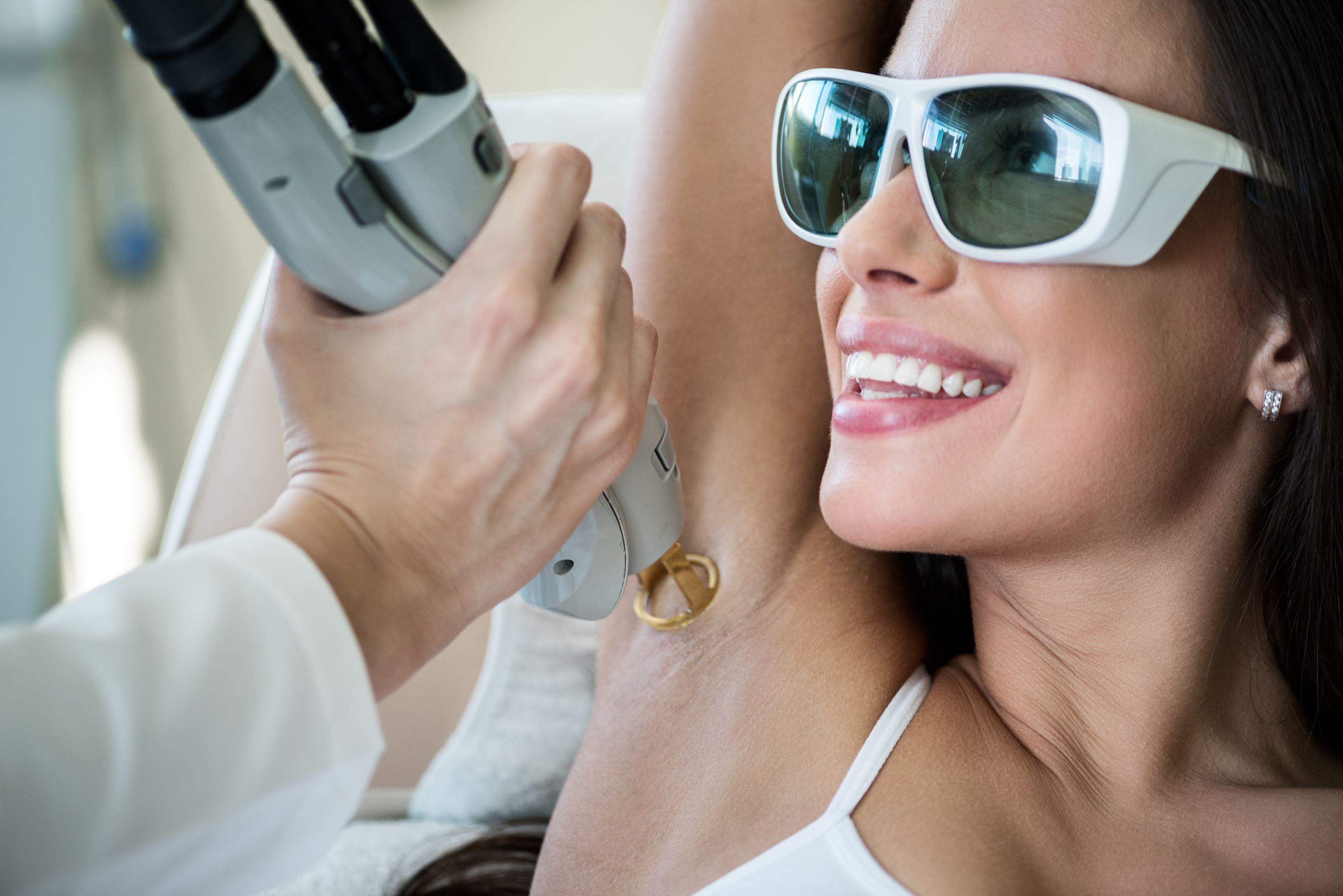 Как проводится лазерная эпиляция лица?