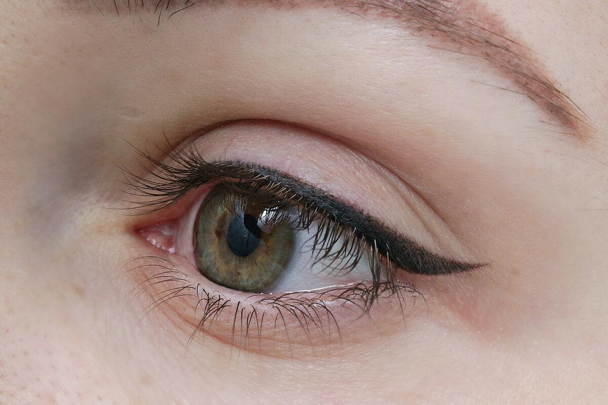 Татуаж глаз нижнего века с растушевкой, перманентный межресничный. фото