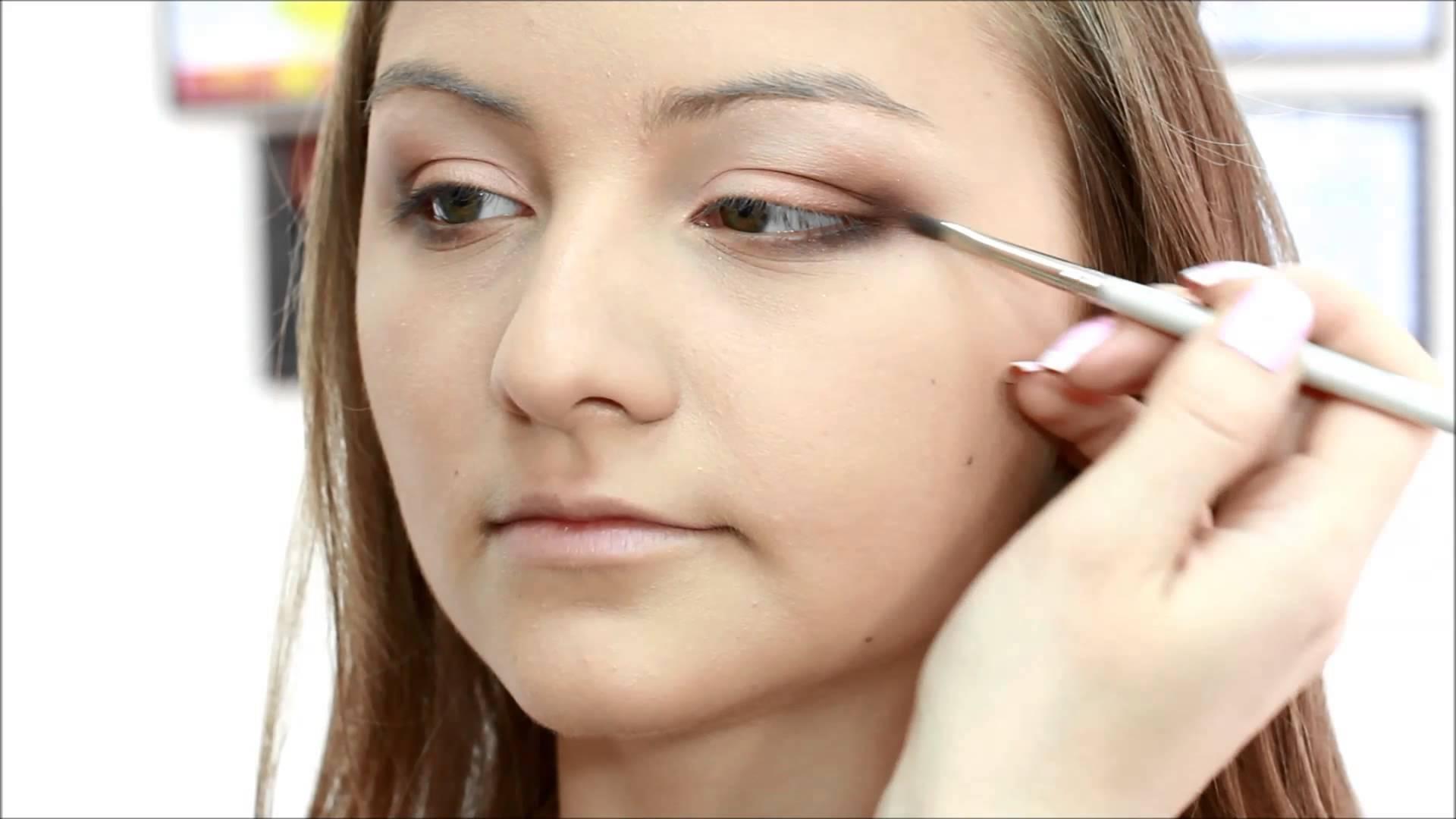 Фото-уроки красивого макияжа для нависшего века и увеличения глаз