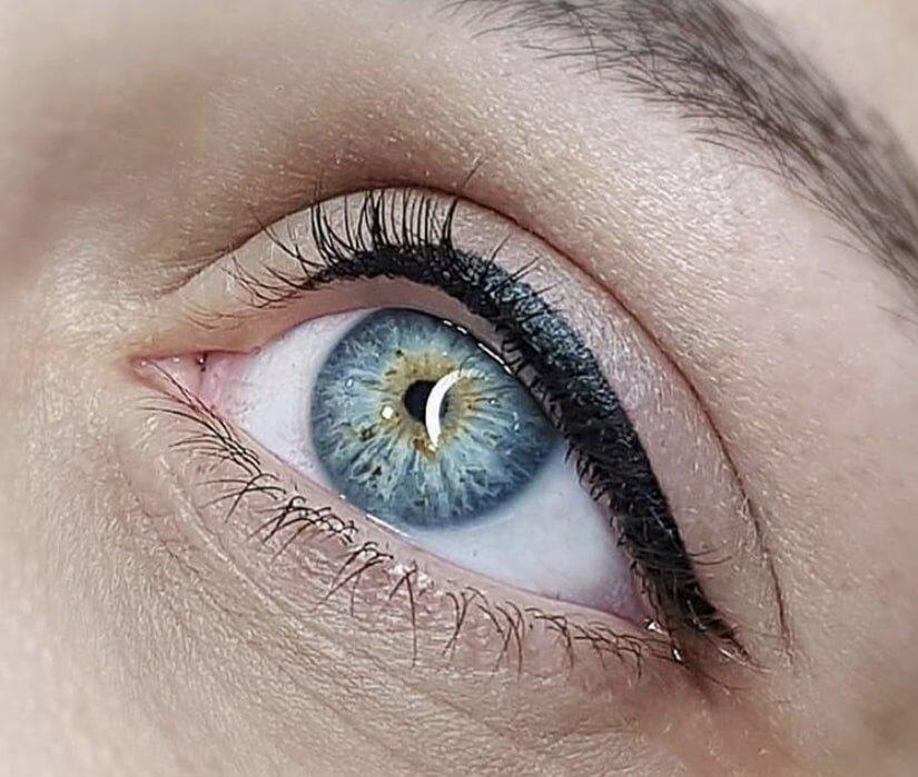 Татуаж стрелки с растушевкой. как выглядит на глазах, как делается на нижнем, верхнем веке. фото