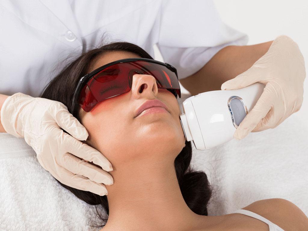 Как избавиться от пигментных пятен на лице – средства и процедуры