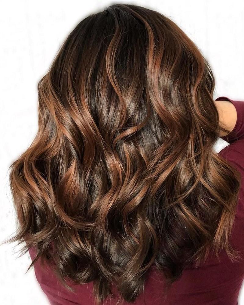 Как сделать колорирование на темных волосах
