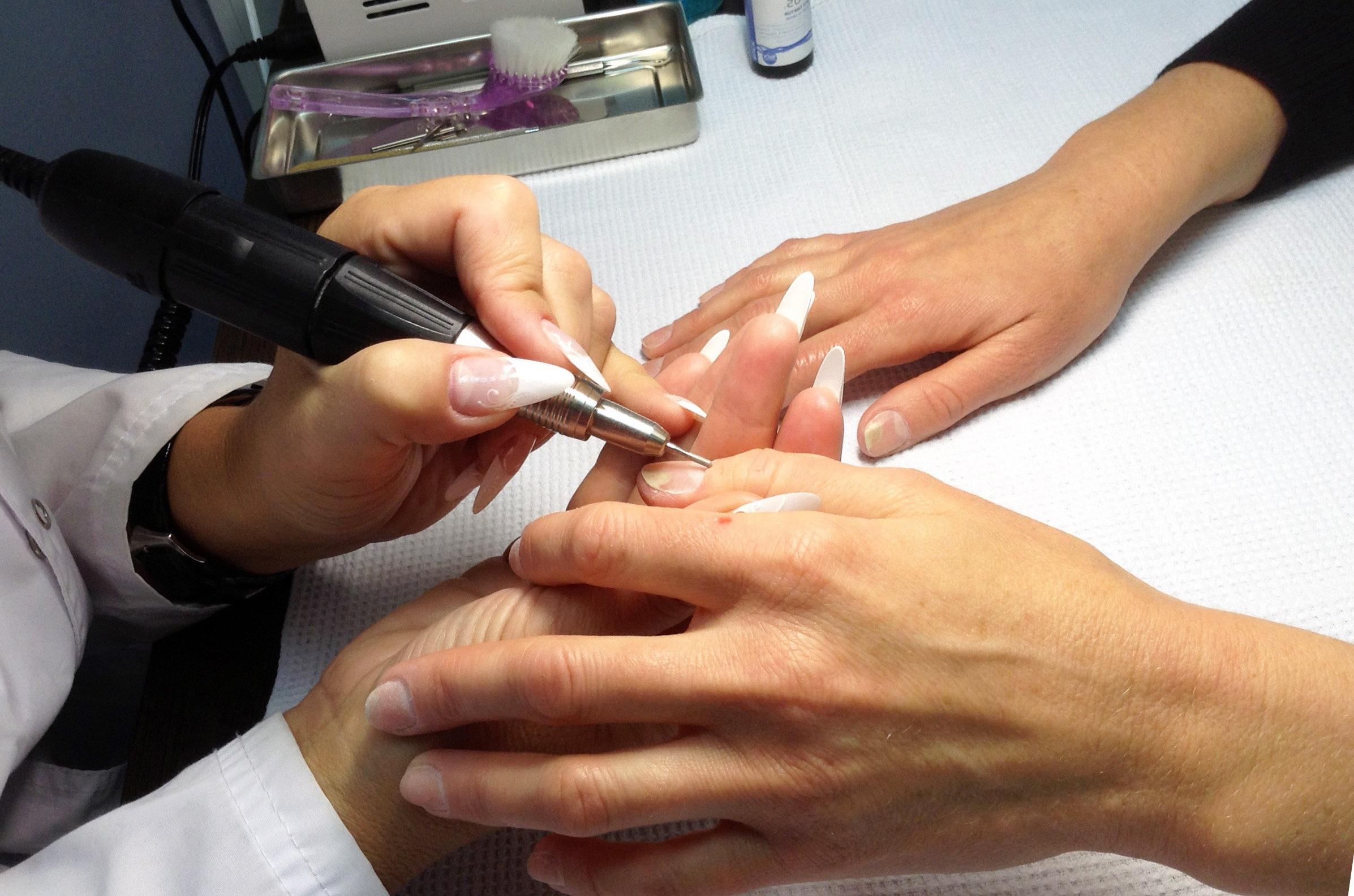 Технология наращивания ногтей гелем: типсы и формы