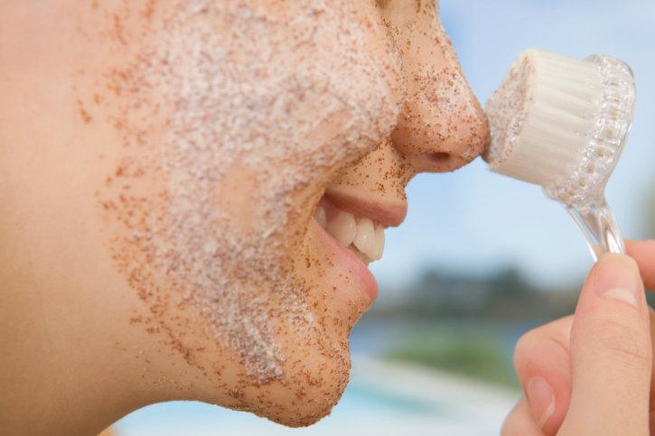 Как почистить лицо в домашних условиях: эффективные способы