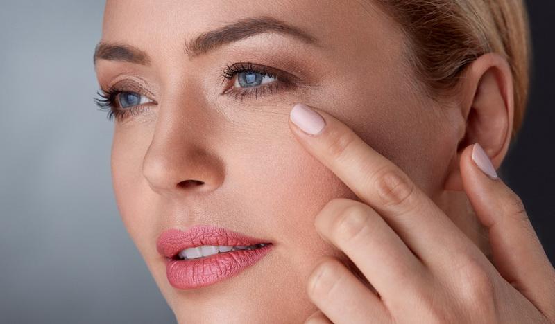 Как бороться с мелкими морщинками вокруг глаз?