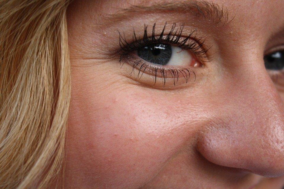 Как убрать морщины и избавиться от темных кругов под глазами в домашних условиях