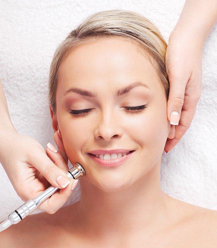 Микродермабразия — это мягкий и эффективный способ обновления кожи