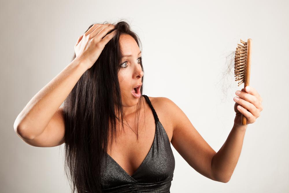 Выпадение волос у женщин: причины и лечение в домашних условиях, средства от выпадения волос для девушек