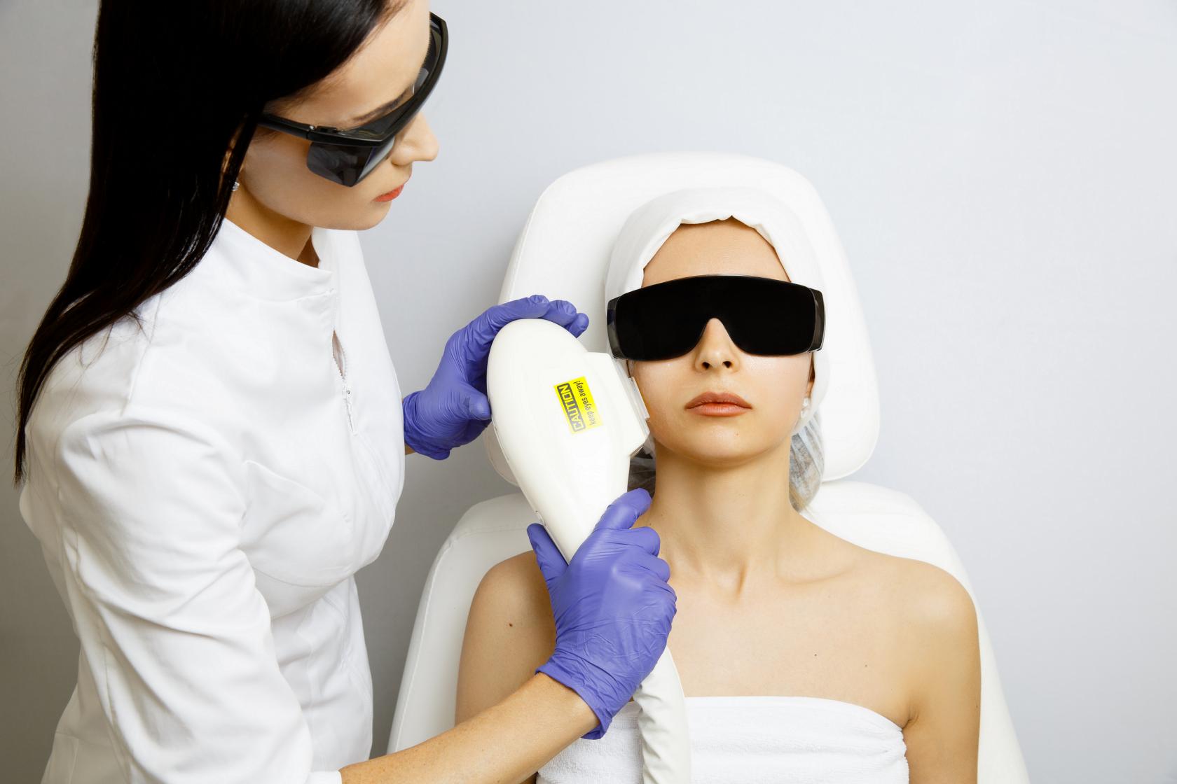 Как проводится фототерапия от пигментных пятены