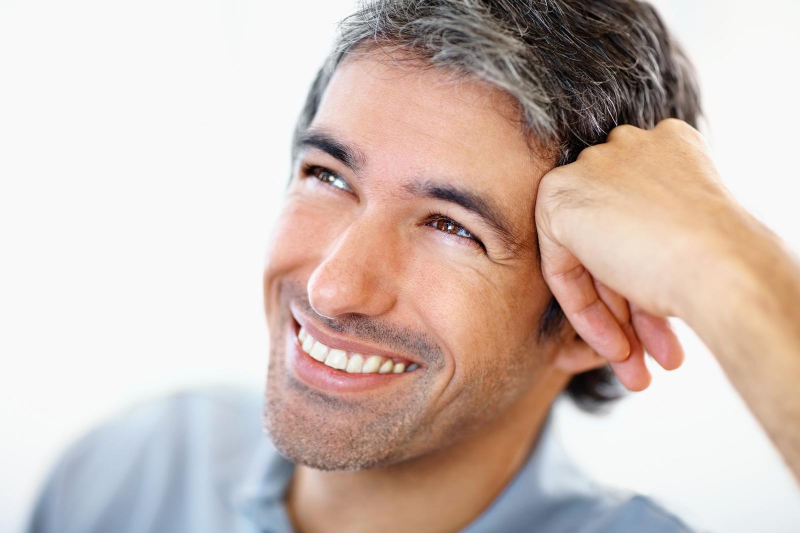 Что делать, если у молодого мужчины выпадают волосы?