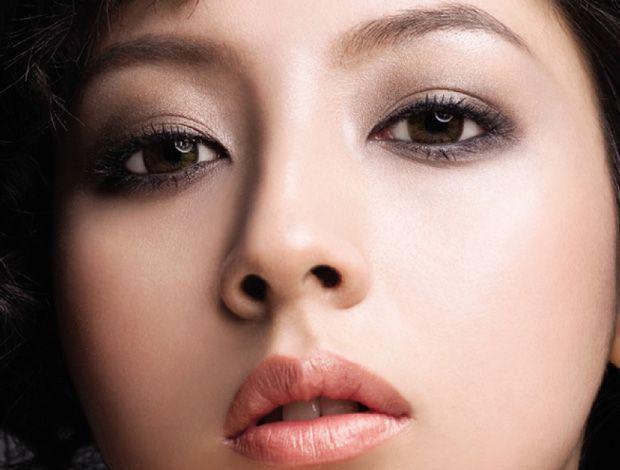 Какой сделать макияж для карих глаз и светлых волос?