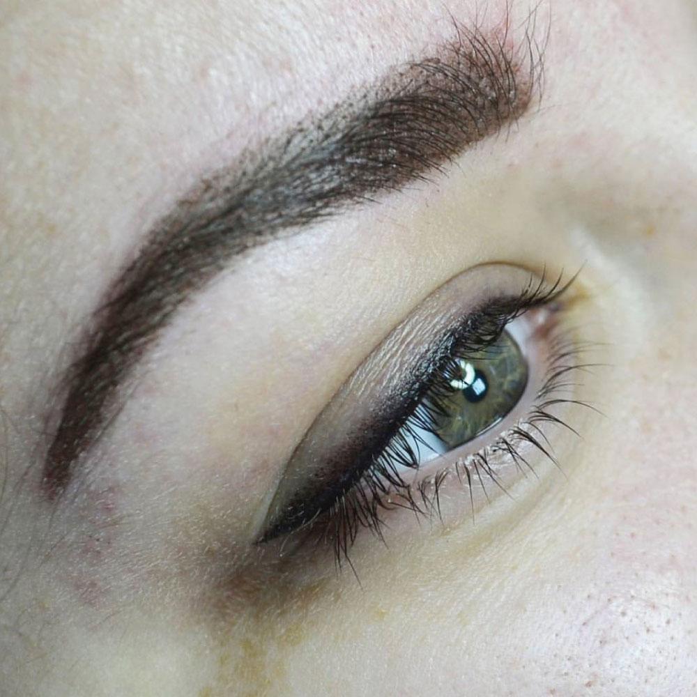 Татуаж стрелок: как сделать глаза выразительнее без ежедневных усилий