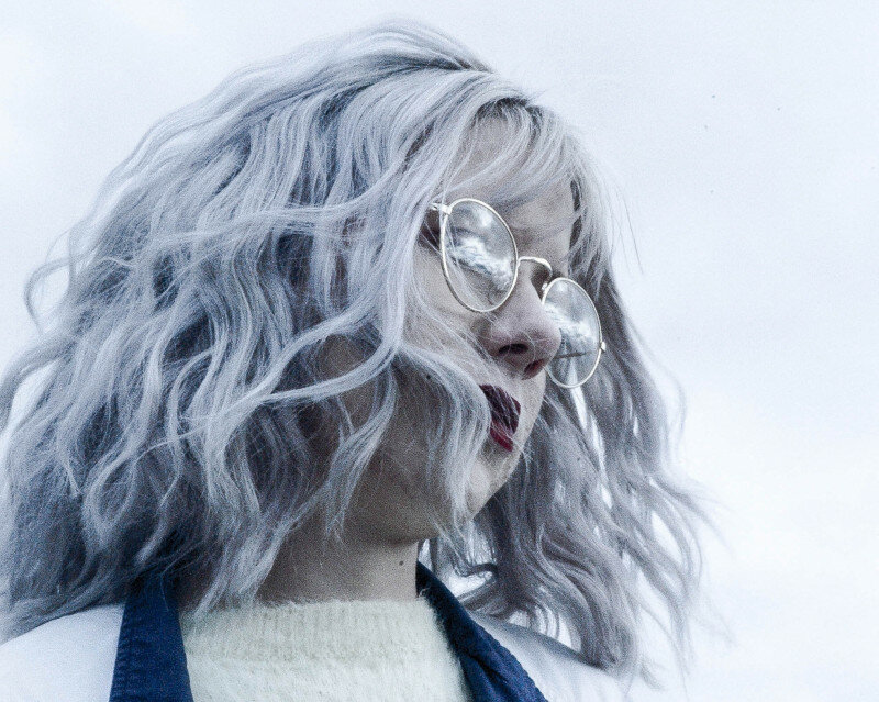 Почему седеют волосы — и что с этим делать