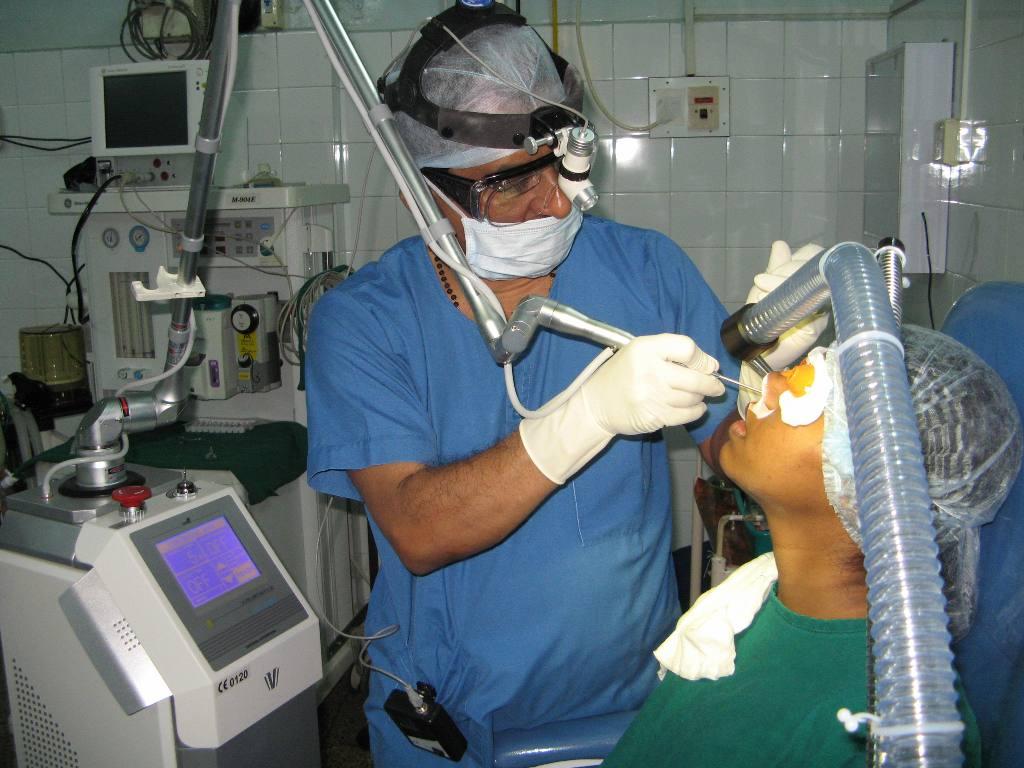 Операция при искривлении носовой перегородки (септопластика)