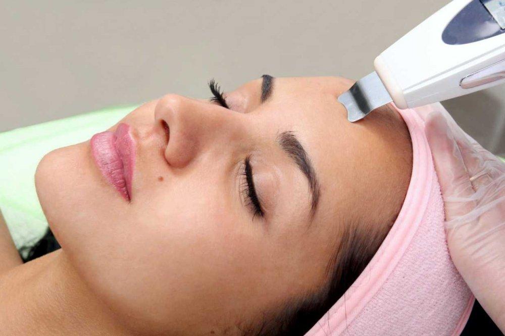 Ультразвуковая чистка лица: что это за процедура, зачем делают?