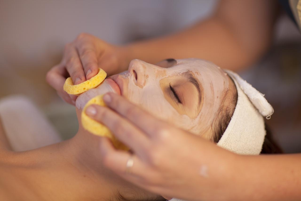 Миндальный пилинг для лица: особенности процедуры и ее эффективность
