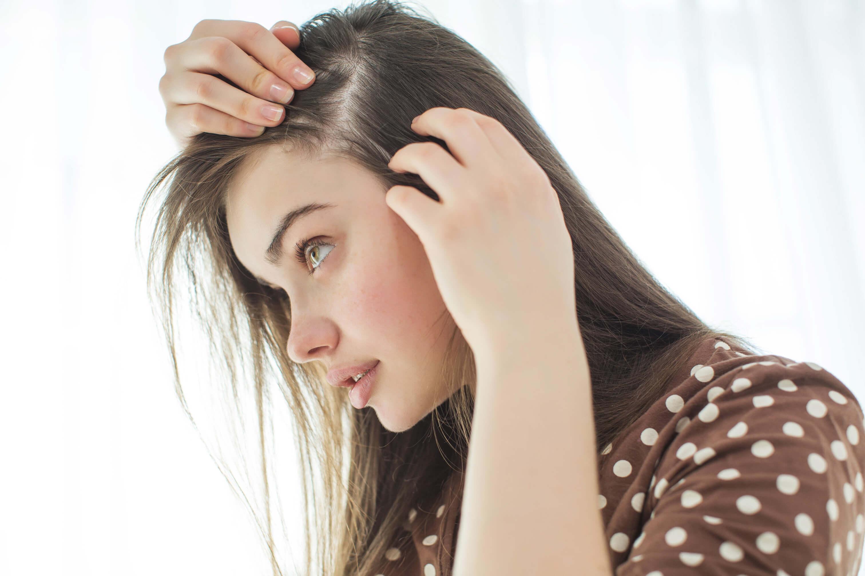 Почему выпадают волосы: норма и патология