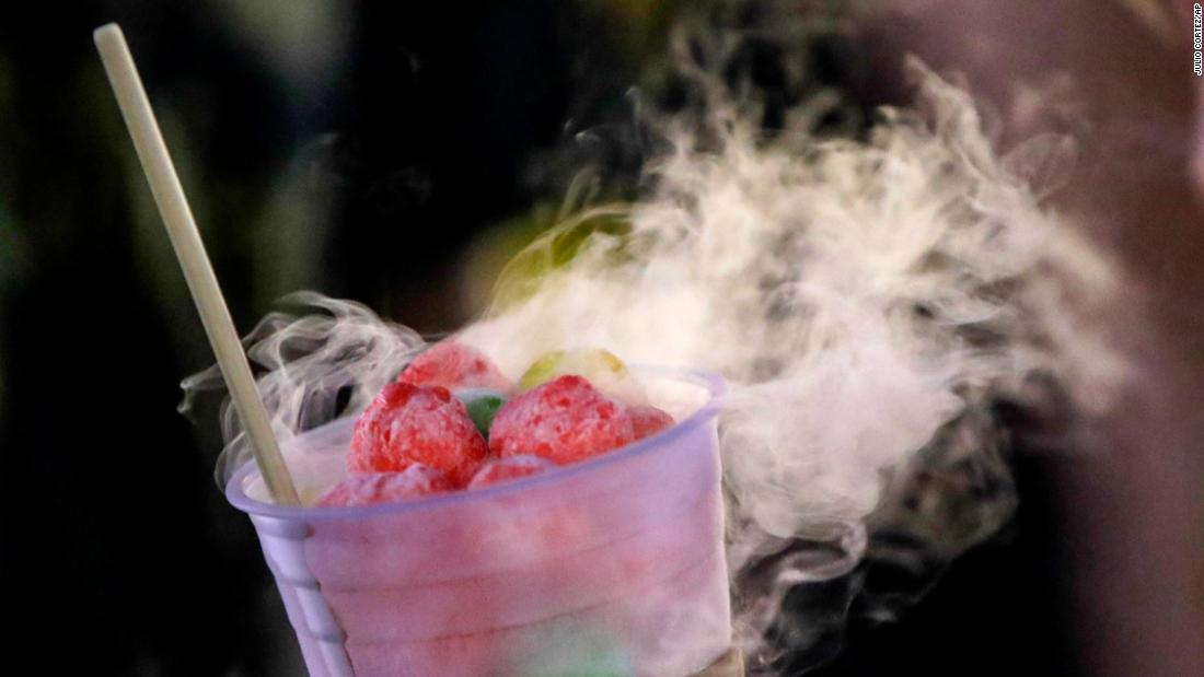 Употребление коктейля с жидким азотом опасно для жизни