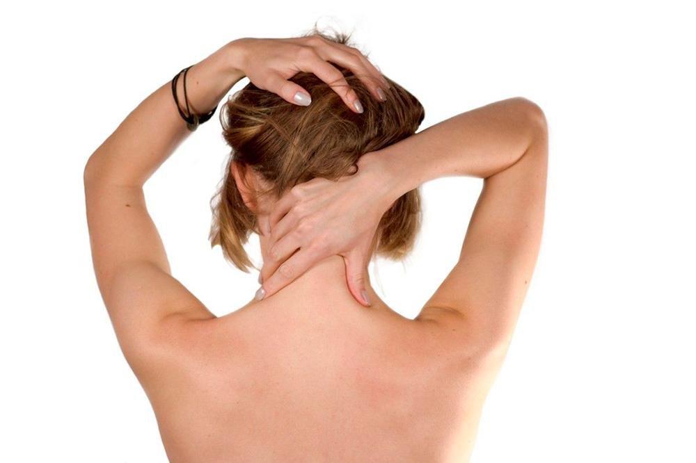 Как правильно делать массаж шеи и зоны декольте?