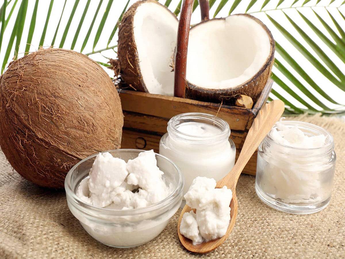 Кокосовое масло на столе: поможет ли калорийный продукт похудеть?