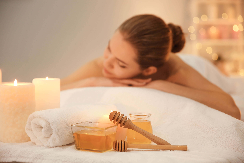 Медовый массаж лица – омоложение в салоне и дома