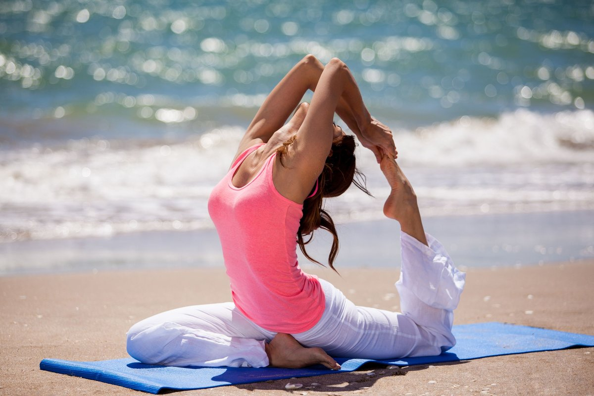 Никакой философии, только физическая нагрузка – польза и особенности фитнес-йоги